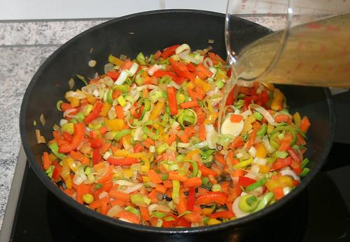 32 - Hühnerbrühe aufgießen / Add chicken stock