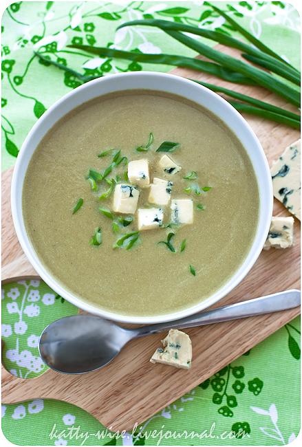 Щавелевый суп-пюре с голубым сыром
