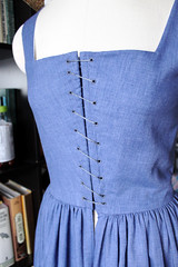 Spiral lacing on the kirtle