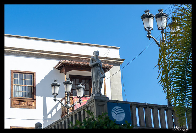 Icod de los Vinos ciudad drago milenario - Estatua de mármol genovesa