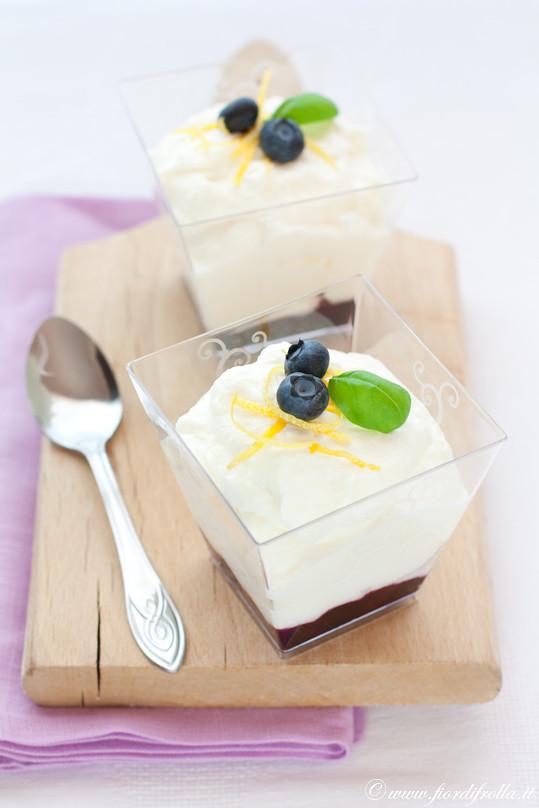Mousse al cioccolato bianco Velvet e limone con mirtilli al basilico