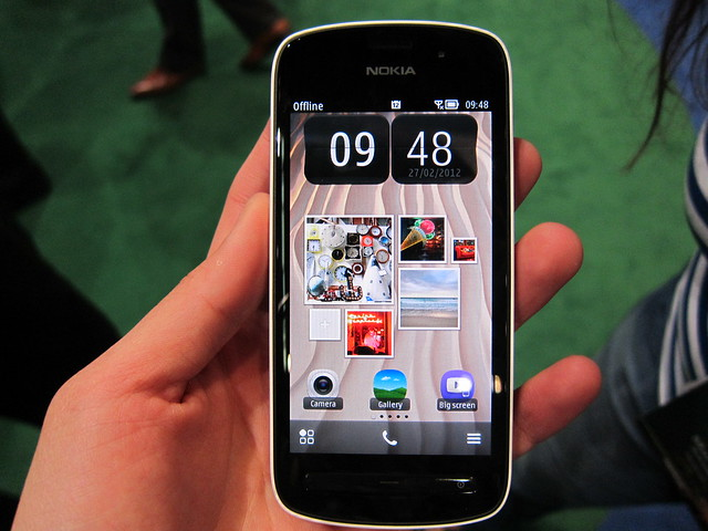 Nokia 808 PureView - Front View