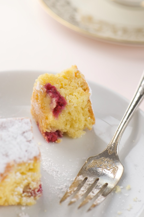 almond raspberry cake bite