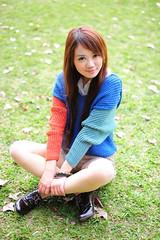 [フリー画像素材] 人物, 女性 - アジア, セーター, 台湾人, 女性 - 座る, 人物 - 公園 ID:201202241400