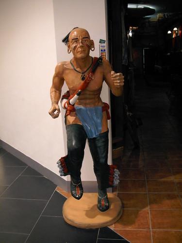 Indianin przed Restauracją Sioux