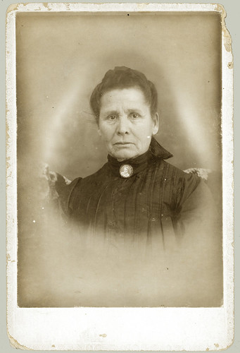 Cabinet Card portrait of a woman with brooch