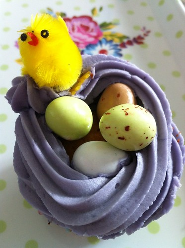 Easter chick in nest cupcake made by Margaret Smith of UmNumNum
