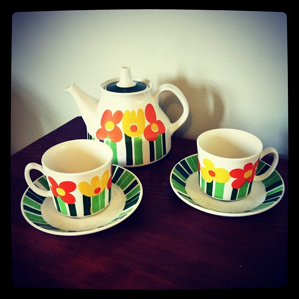 I bought this tea-set today because 1: it's #norwegian 2: it's totally cool #retro and 3: because LOOK how #cute it is!