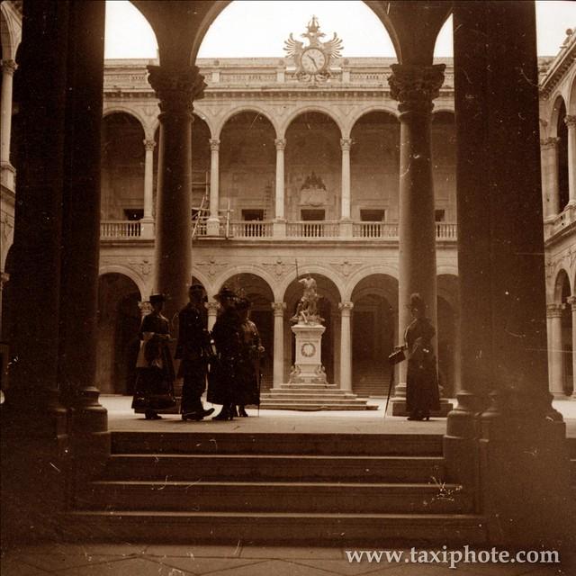 Patio del Alcázar de Toledo en los años 20. Fotografía de José Villar Martelo