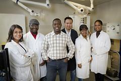 Patrick Drogui, professeur au Centre Eau Terre Environnement, et son équipe de chercheurs