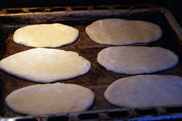 Horneando Pan de Pita.