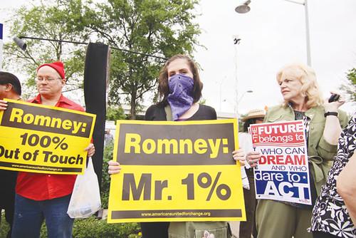 sa_20120411_romneyprotest
