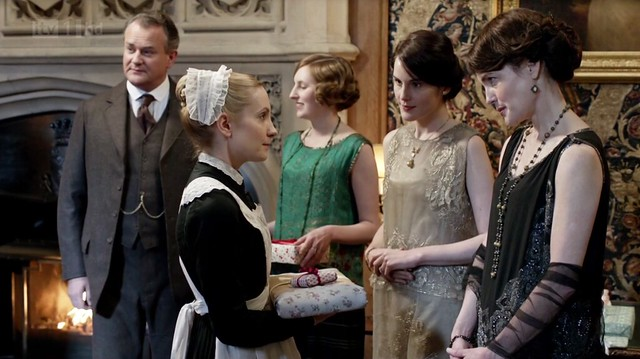 DowntonAbbeyS02E09_givinggifts