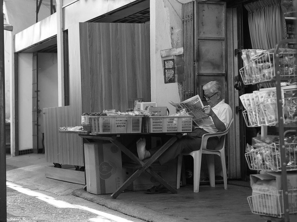 如来神脚 Mesmerized in the morning papers