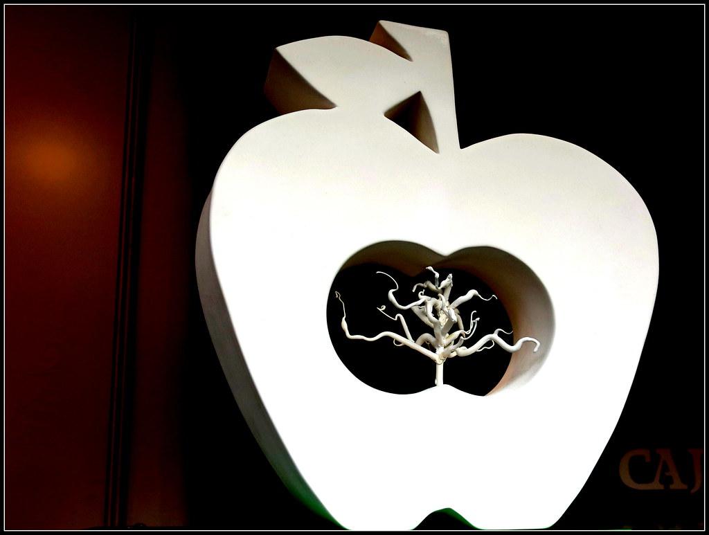 en el corazón de cualquier manzana existen nuevas manzanas
