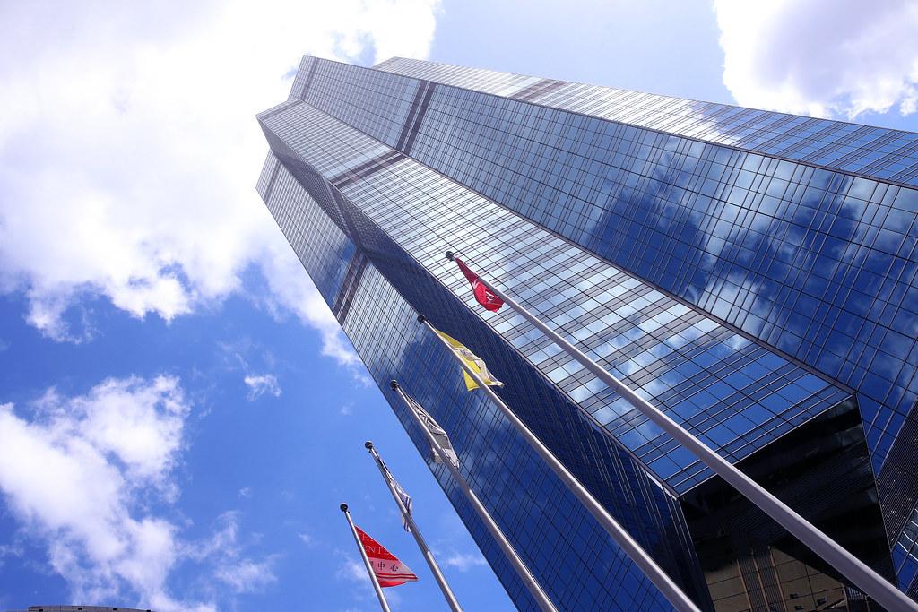 中環中心 Hong Kong / Sigma 35mm / Canon 6D 香港的大樓都有菱有角,都玻璃帷幕,但走在路上的人就熱死了。  超熱的!  Canon 6D Sigma 35mm F1.4 DG HSM Art IMG_1666 Photo by Toomore
