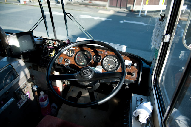 伊予鉄南予バス 日野 K-RL321 運転席