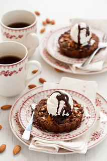 Chocolate tarts with nuts