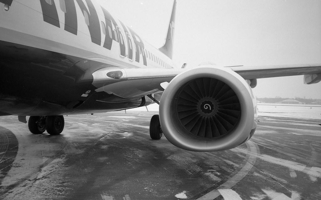 Boeing. Fuji DL-200.
