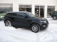 automobile(1.0), range rover(1.0), sport utility vehicle(1.0), wheel(1.0), vehicle(1.0), rim(1.0), range rover evoque(1.0), land vehicle(1.0),