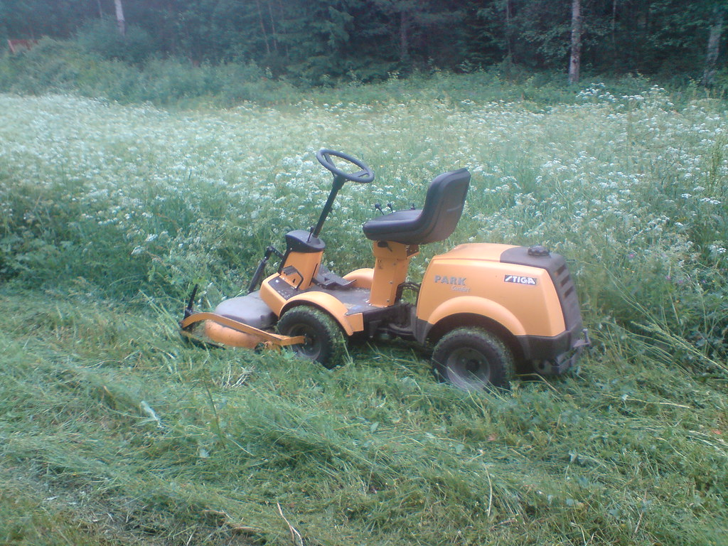 Interesting Flickr photos tagged gräsklippare | Picssr