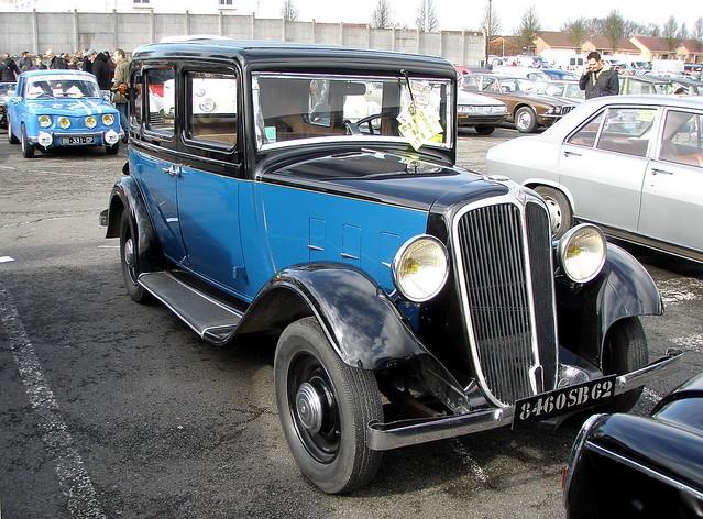 Renault Monaquatre bleue et noire 1933 et R8G
