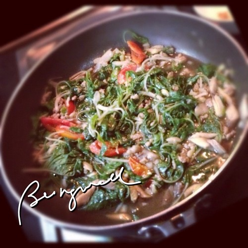 Cooking Spinach with Oyster Mushroom