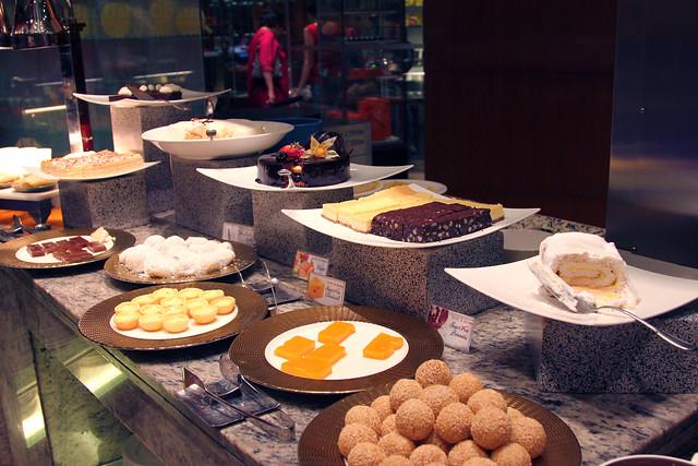 Circles dessert station