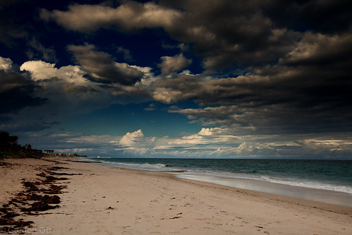 sky seascape beach water clouds sand waves horizon dramatic stormy calm majestic tension atlanticocean cloudscape