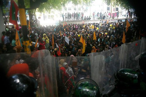 maldives protestors and police