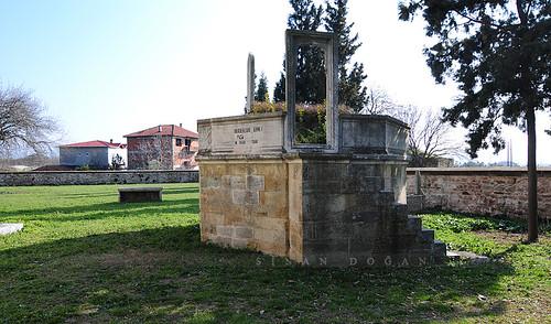 Hersekzade Ahmet Paşa Türbesi - Altınova