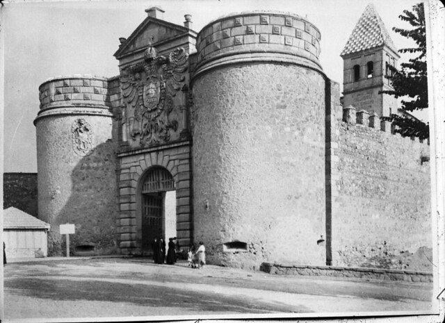 Puerta de Bisagra en los años 20. Fotografía de Otto Wünderlich. © Fototeca del Patrimonio Histórico