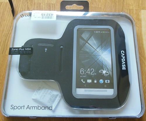 Mejores accesorios para hacer deporte: brazalete deportivo para smartphones