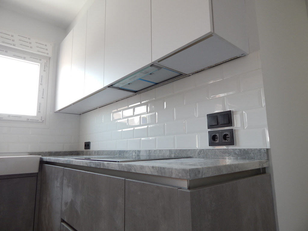 Muebles de cocina blanco y hormigón gris perla  cocinasalemanascom