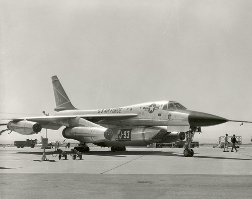 B58 with j93 pod for engine flight test