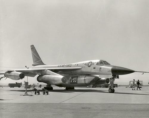 B58 with j93 pod for engine flight test