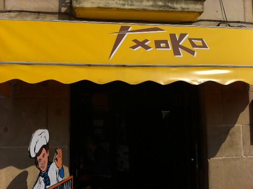 Fachada Txoko Donostia by LaVisitaComunicacion