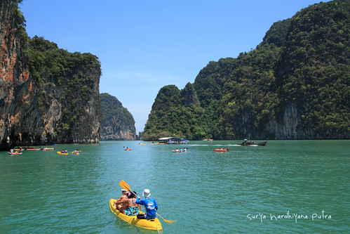 Bermain Kano di Hong Island, Thailand