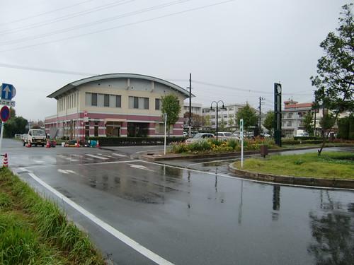 駅前の建物