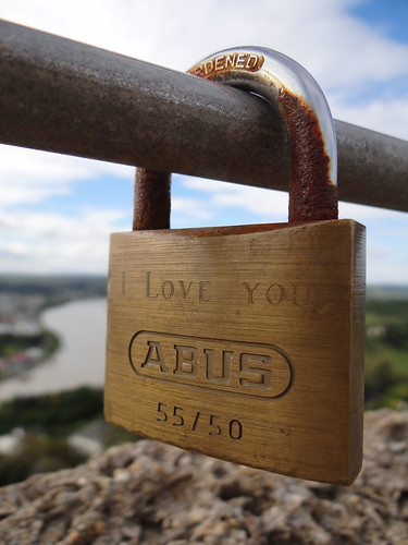 nz newzealand wanganui duriehill memorialtower river view love padlock lovelocks link sonycybershot dschx100v pointshoot homelandsea