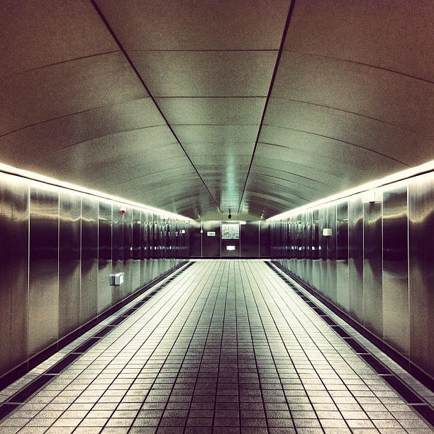 An silent undergound passage… #minimal #undergroung #iphoneography #iphoneonly #bw