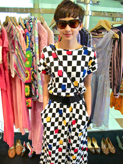 Don't these colours remind one of racing cars? Wear this dress to the next F1 race! Vvrroommm Vvrrooomm.... Size M/L. Worn with a black 1980s elastic belt and 1970s Aria Sunglasses (New Old Stock)