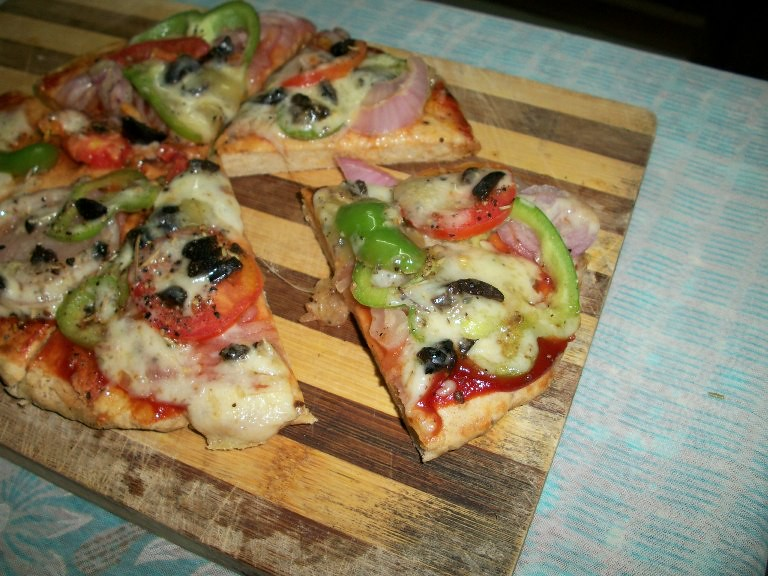 YUMMY TUMMY: Whole Wheat Vegetable Pizza made on Stove Top ( No Yeast ...