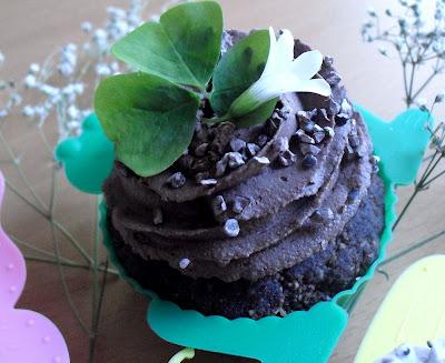 Take The Cake: 4 Cupcake Wars inspired raw vegan cupcake recipes ...