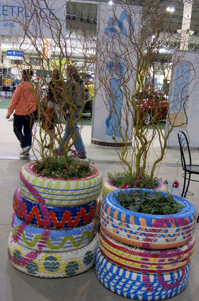 Clfs painted tire planters 2 39 12 flickr photo sharing - Painted tires for gardens ...