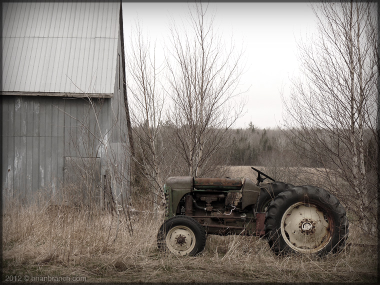 P1250202_old_tractor