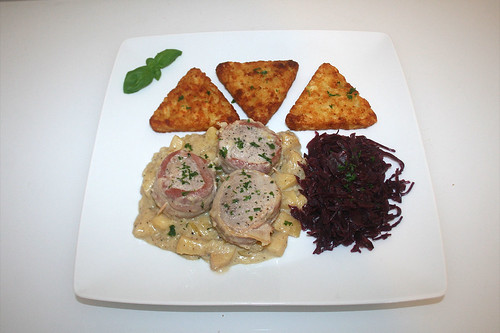 31 - Medaillons of pork in honey apple sauce - Served / Schweinemedaillons in Honig-Apfel-Sauce - Serviert