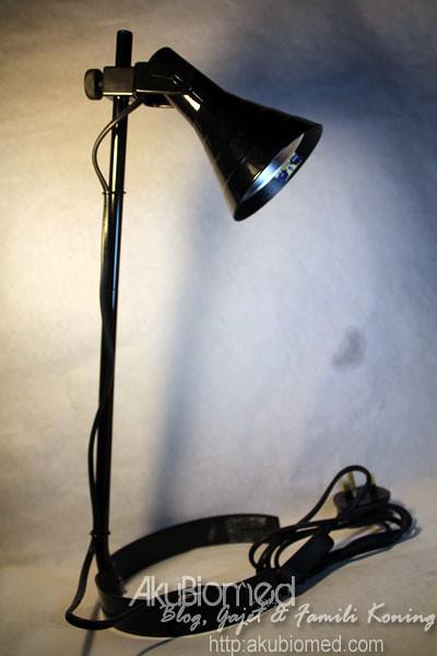 Lampu meja Lagra daripada Ikea untuk mini studio