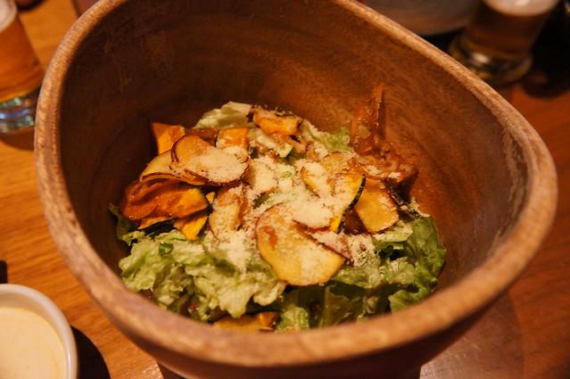 野菜チップのシーザーサラダ