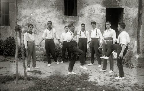 1924_sokadantza-baserri-aurrean-Ricardo-Martin-Guregipuzkoa-net-1023204_o-800p